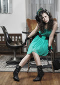 Chica guapa en una sala de estar — Foto de Stock