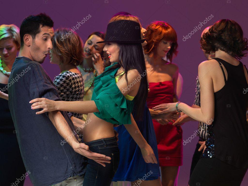 Танцы в клубах возбуждающие частный