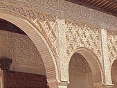 Detail arabské rytiny acequiain patio de la alhambra — Stock fotografie