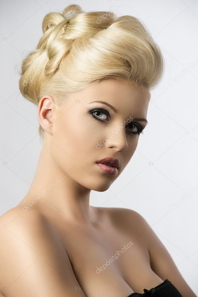 Very pretty blonde woman with elegance hair style, she is turned of three quarters at right and looks in to the lens with head folded at right — Stock Photo #11076965
