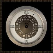 Stary zegar z znaków zodiaku. — Zdjęcie stockowe