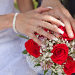 Hands with wedding rings and a wedding bouquet — Stock Photo