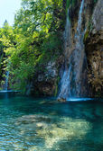 Summer waterfalls and limpid lake (Plitvice, Croatia) — Stock Photo