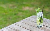 Mojito on a picnic table — Stock Photo