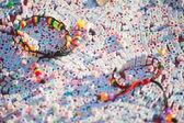 Tekstury kolorowe plastikowe bransolety na wiele list sześciennych z tworzyw sztucznych, nepal. — Zdjęcie stockowe