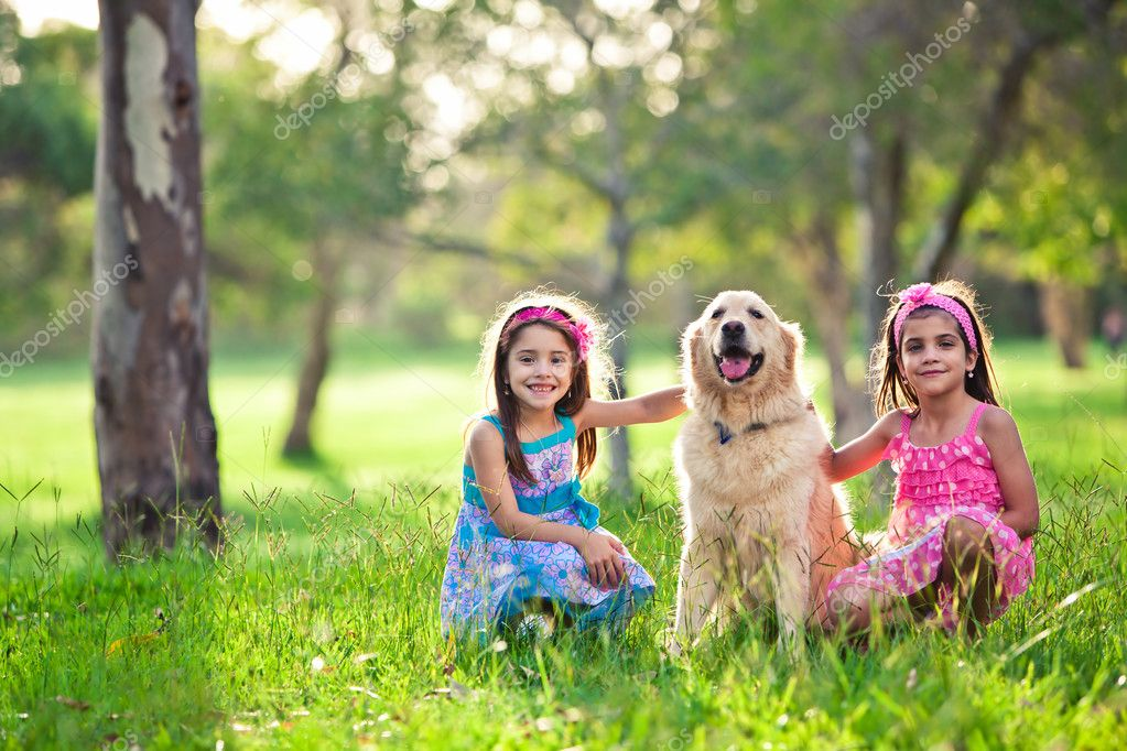 Beautiful little girls and golden retriever outdoors — Stock Photo #11517232