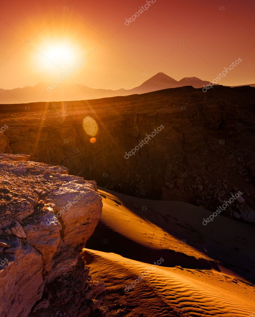 Sun rising in the Atacama Desert — Stock Photo #11930382