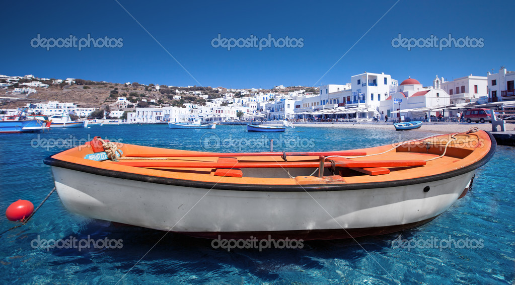 Row boat in Mykonos — Stock Photo #11930445