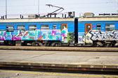 Graffiti na starou vandaliced vlaku — Stock fotografie