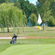 Golf field and golf flag on sunny day — Stock fotografie