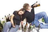 Zwei Jugendliche beim Trinken — Stock Photo