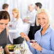 Business meeting buffet smiling woman eat dessert — Stockfoto