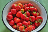 Fresh strawberries are in round metal bowl — 图库照片