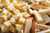 Kupie ser żółty pokroić na kawałki — Zdjęcie stockowe