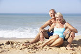 Senior couple on beach holiday — Stockfoto