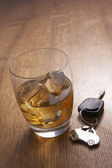 A glass of alcohol and car keys — Stock Photo