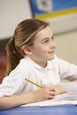 школьница, обучение в классе — Стоковое фото