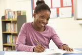 écolier, étudiant en salle de classe avec l'enseignant — Photo