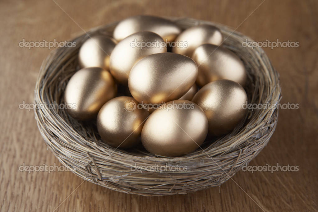 A basket of golden eggs — Stock Photo #11878935