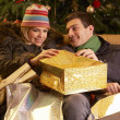 Couple Returning After Christmas Shopping Trip — Stockfoto