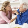 senior couple having argument zu hause — Stockfoto