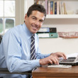 Man Working From Home Using Laptop — Stockfoto