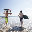 Foto Stock: Teenagers surfing