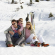 Young Family On Ski Vacation — ストック写真