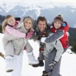 Young Family On Winter Vacation — Stockfoto