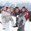 Young Family On Winter Vacation - Foto Stock