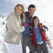 Foto Stock: Young Family On Winter Vacation