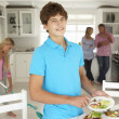 Teenagers helping with housework — Stock Photo