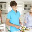 Teenagers reluctant to do housework — 图库照片