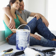 Couple decorating house — Stockfoto