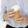 Businesswoman holding takeout coffee — Stockfoto