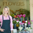 Woman standing outside florist — ストック写真