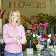 Woman standing outside florist — Stock fotografie