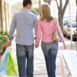 Couple carrying shopping — Stock Photo