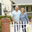 Senior Hispanic couple outside home — Stock Photo