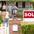 Family moving into new home — Stock Photo