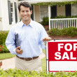 Real estate agent at work — Stockfoto
