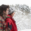 Young couple in snow — Stockfoto