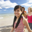 Teenagers walking on beach — Stock Photo