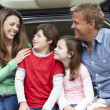 Family outdoors with car — Stockfoto