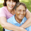 Senior Hispanic couple outdoors — ストック写真
