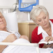 Senior woman visiting husband in hospital — Stock Photo