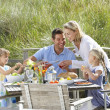Family on vacation eating outdoors — Stock Photo