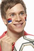 顔に描かれたセルビアの国旗を持つ若い男性フットボールのファン — ストック写真