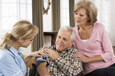Health Visitor Taking Senior Man's Blood Pressure — Stock Photo