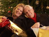 Senior par volver después de compras de navidad — Foto de Stock